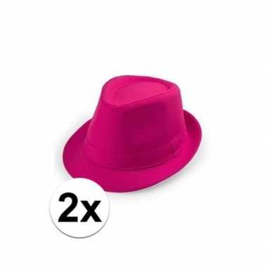 2x voordelige roze trilby hoedjes