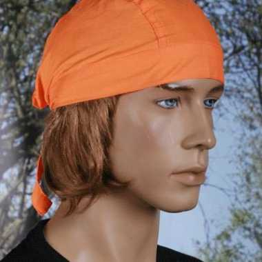 Oranje hoofddoekje uni 1