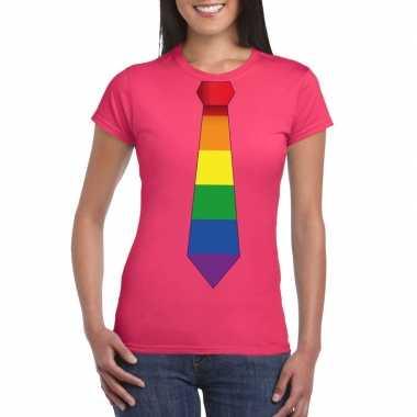 Roze t shirt met regenboog vlag stropdas dames