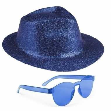 Toppers blauw trilby glitter party hoedje met blauwe zonnebril