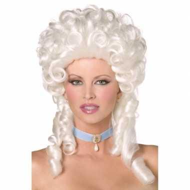 Witte koninginnen pruik