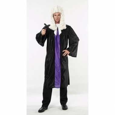 Zwart met paarse rechter toga